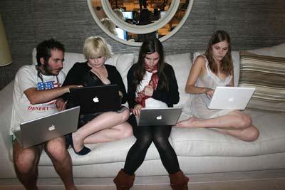 Kelly Osbourne mit Mac-Entourage